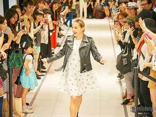 """土屋アンナのゲリラファッションショーに歓声 100人集結の""""大誕生日会""""も"""