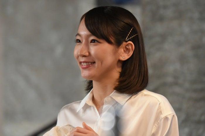 魔性の女っぷりが話題となった吉岡里帆「カルテット」第1話より(C)TBS