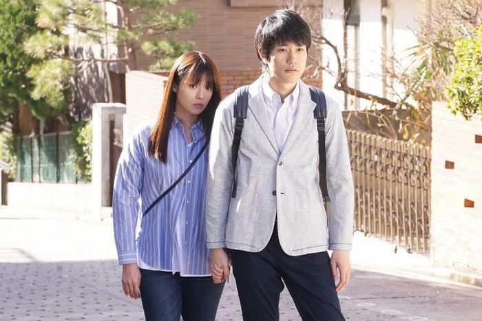 深田恭子、松山ケンイチ/「隣の家族は青く見える」第5話より(C)フジテレビ