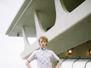 ワンピース、パール、フリルなど、メンズファッションのあらたな風──ニューノーマル時代の春夏ファッション・ガイド(8)
