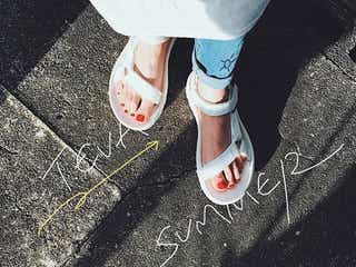 夏の定番スポサンを履くならネイル必須!おしゃれ見えする【フットネイルのカラー】を伝授♡