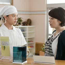 (左)清原果耶/「透明なゆりかご」より(C)NHK