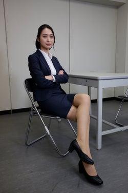 テレ朝・小川彩佳アナ「リーガルV」で女優デビュー ミニスカ美脚あらわな刑事役