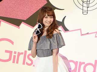 AKB48加藤玲奈、肩出しコーデでキュートな笑顔 海デート妄想もツッコまれる