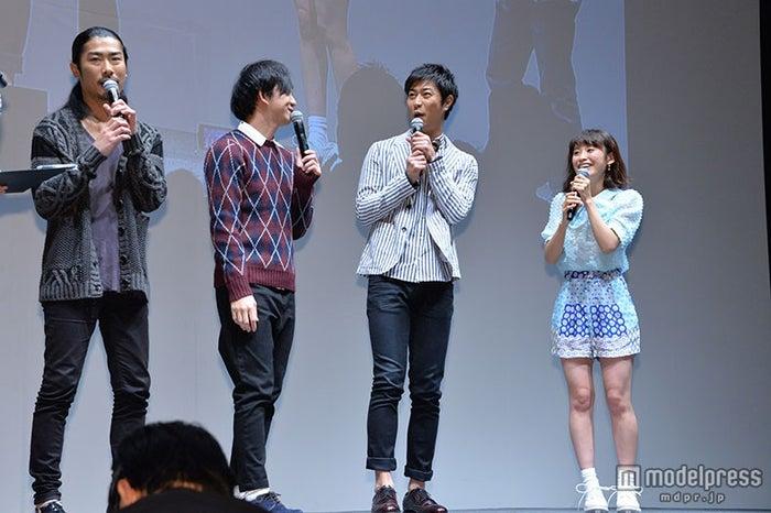 (左から)パンサーの管良太郎、向井慧、尾形貴弘、高橋愛