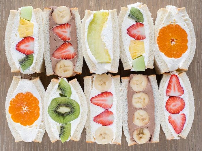 「フルーツサンド」(ミカン、イチゴバナナ、チョコバナナ、メロン、イチゴ、ミックス、チョコイチゴバナナ)350円~/画像提供:フジノネ