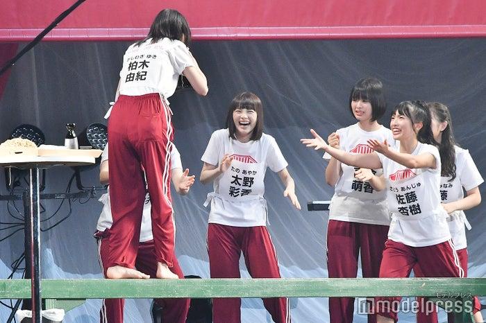 平均台でへっぴり腰になりメンバーから心配される柏木由紀/NGT48 4thシングルリリースイベント (C)モデルプレス