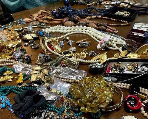 高橋克典、母親の遺品を整理したことを報告「ものすごい量の服とアクセサリー」