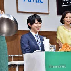 驚く吉沢亮 (C)モデルプレス