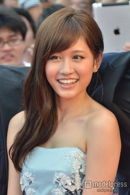 「第5回沖縄国際映画祭」のレッドカーペットに登場した前田敦子