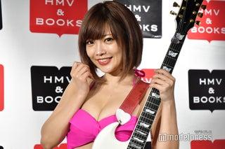 裸にギター&過激ジャケ写の藤田恵名、動物とのヌードセッションにも意欲