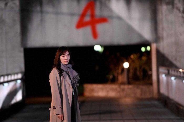 綾瀬はるか「天国と地獄 ~サイコな2人~」第3話より(C)TBS