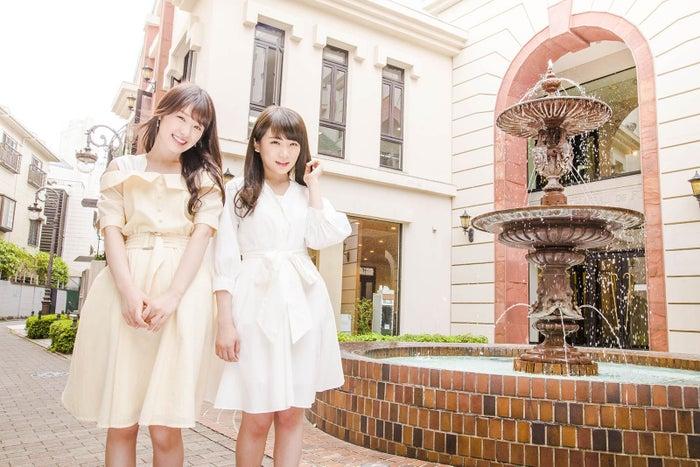 (左から)高山一実、秋元真夏/画像提供:株式会社KADOKAWA