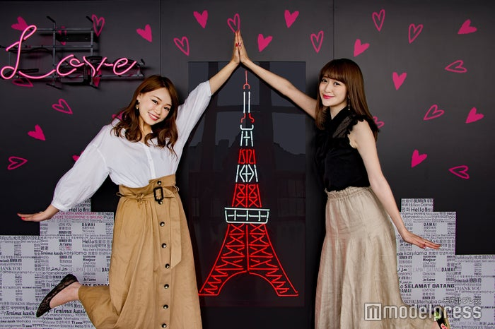 東京タワーに「ロマンチック」なインスタ映えスポットが期間限定で登場 SNSでも話題に(左から)瀬賀しおりさん、新部宏美さん(C)モデルプレス
