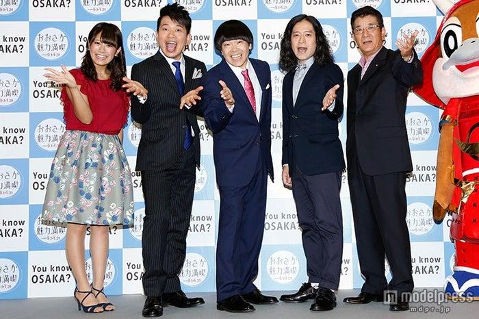 (左から)福本愛菜、宮迫博之、蛍原徹、又吉直樹、松井一郎大阪府知事
