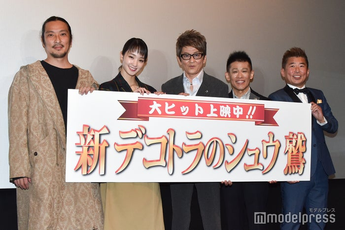 左から:新羅慎二、剛力彩芽、哀川翔、柳沢慎吾、勝俣州和 (C)モデルプレス