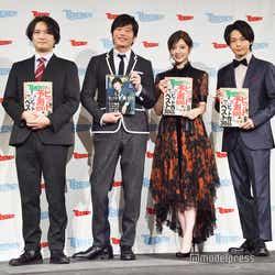 (左から)佐藤央明編集長、田中圭、白石麻衣、中村倫也(C)モデルプレス