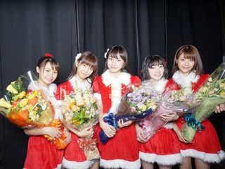 サンタ衣装のJuice= Juice、ファンと一緒にドラマ『武道館』クランクアップ