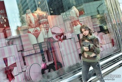 瑛茉ジャスミン/「Victoria's Secret & PINK」
