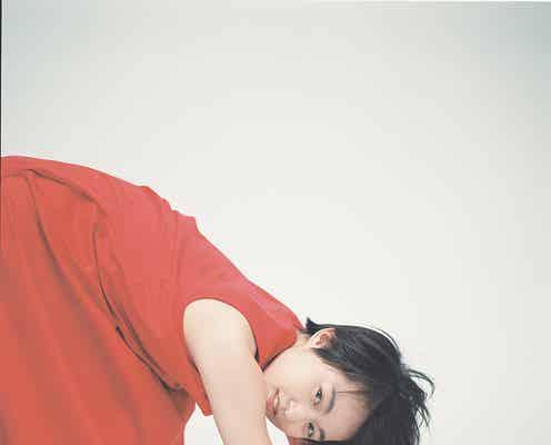 伊藤万理華、独創的グラビアで自由気ままに撮り下ろし