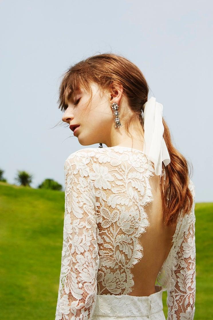 """結婚式のドレス、2着目は何色を着る?最近は""""オールホワイト""""という選択も"""