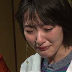 号泣する生駒里奈 (C)テレビ朝日