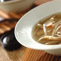 体調を崩したときや食欲がない日にもおすすめ! 「キノコとゴボウのジンジャースープ」の作り方