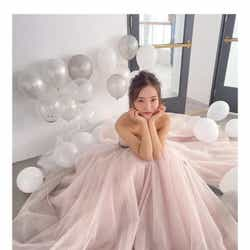 モデルプレス - 板野友美、ウェディングドレス姿公開に「幸せオーラ溢れてる」の声