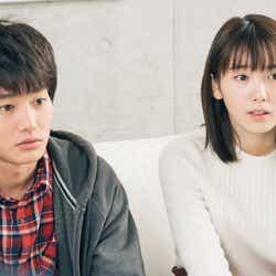 野村周平、飯豊まりえ/「電影少女」第5話より(C)「電影少女2018」製作委員会