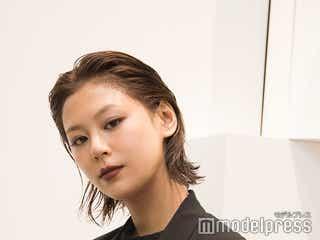 西内まりや、オールブラック×ダークリップで渋谷パルコ「discord Yohji Yamamoto」に来店