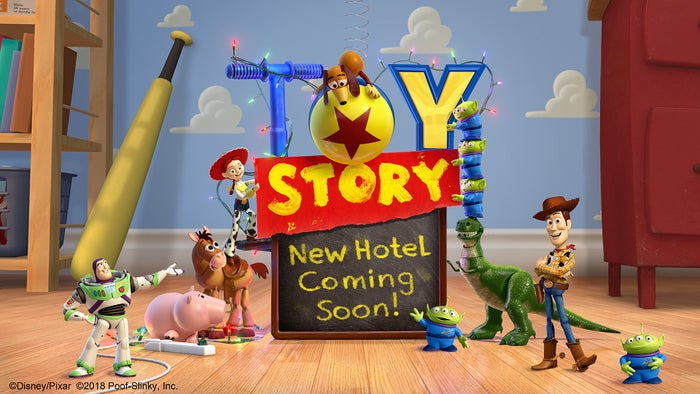 新ディズニーホテル イメージビジュアル(C)Disney/Pixar(C)2018 Poof-Slinky, Inc.