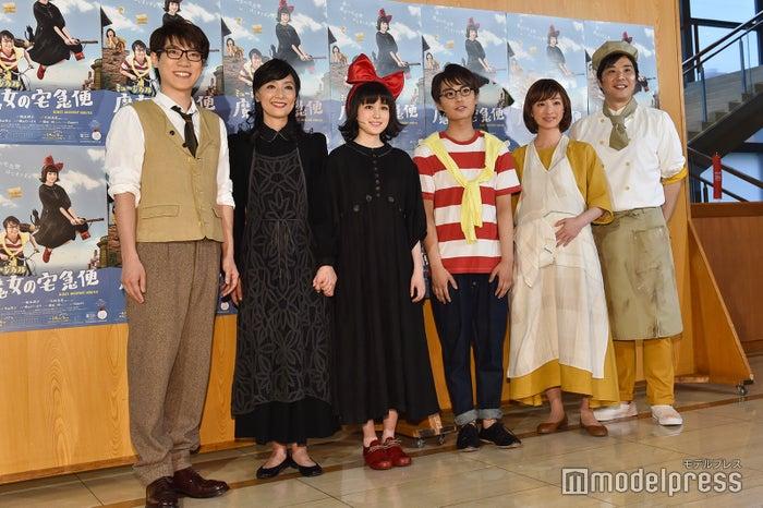 左より:横山だいすけ、生田智子、福本莉子、大西流星、白羽ゆり、藤原一裕  (C)モデルプレス