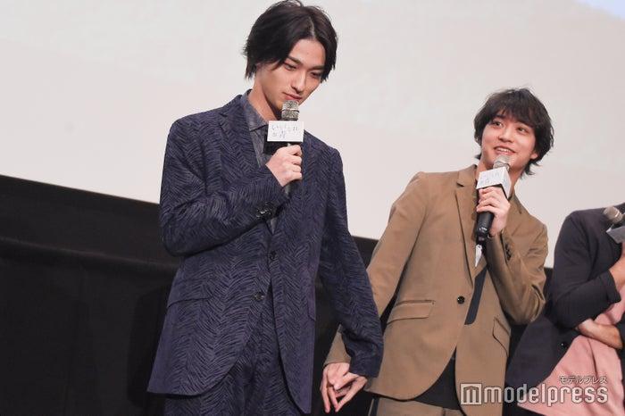 劇中のシーンを再現した横浜流星&松岡広大(C)モデルプレス