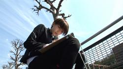 元AKB48・光宗薫、絵に向かう真剣な顔の写真を公開。水彩画で才能をみせる