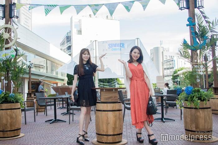 (左から)上野瞳さん、Nahoさん(C)モデルプレス