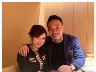 平愛梨&長友佑都、ラブラブ肩組みショット公開「素敵」「憧れの夫婦」と反響