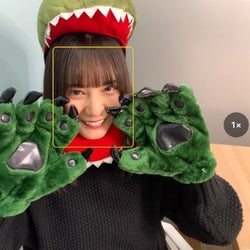 恐竜のコスプレをした小坂菜緒(撮影:金村美玖)/提供写真