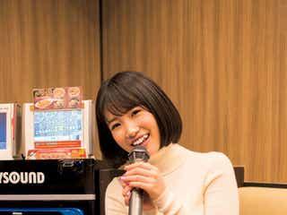 "HKT48朝長美桜、ミニスカートで大人のデート ""グラビア映え""抜群ボディ披露"