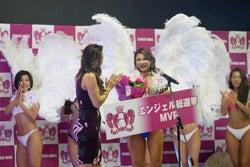 MVPを受賞するアミン・カレダさん(提供写真)