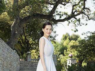 """綾瀬はるか、純白ドレスで""""大人な花嫁""""「今までにない私」を解放"""