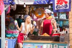 泉里香、濱田龍臣/「はじめての夏バイト」篇メイキングカットより(提供写真)