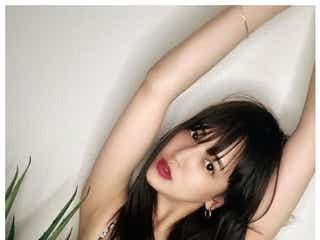 """E-girls藤井夏恋、SEXY水着姿披露 赤リップのみ""""ほぼすっぴん""""にも絶賛の声「レベチ」「絶世の美女」"""