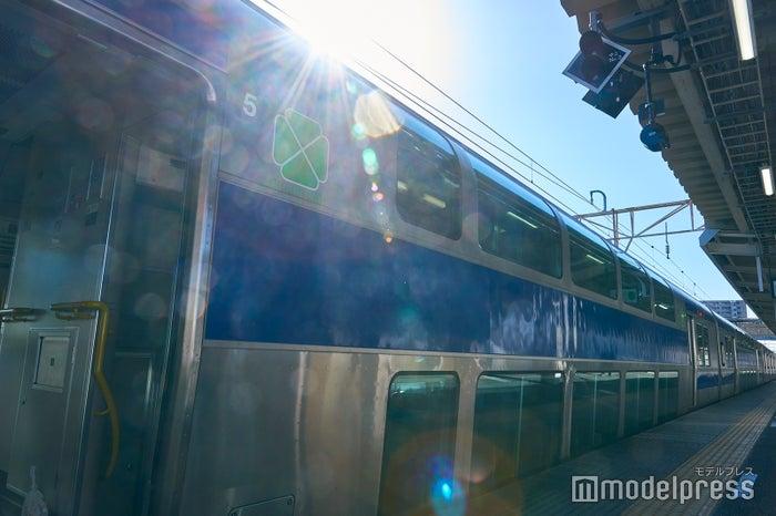 2階建の列車で座席もゆったり(C)モデルプレス