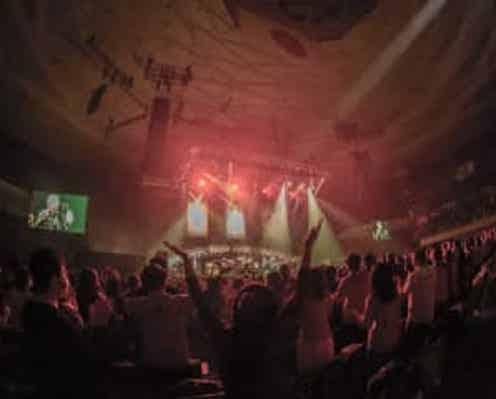 """佐野元春、40周年記念公演が間もなくWOWOWで放送! 本人からのコメントも到着""""ライブはただ昔を懐かしむためにやるんじゃない"""""""