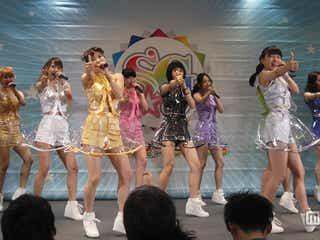 "SUPER☆GiRLS""スカートめくり""ダンスで魅了 サプライズに涙も"