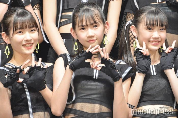 15期メンバーの3人/(左から)北川莉央、岡村ほまれ、山崎愛生(C)モデルプレス