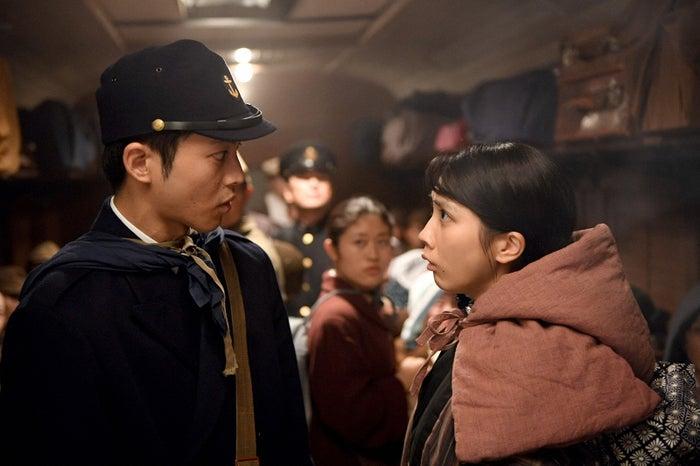 松坂桃李、松本穂香/「この世界の片隅に」第5話より(C)TBS
