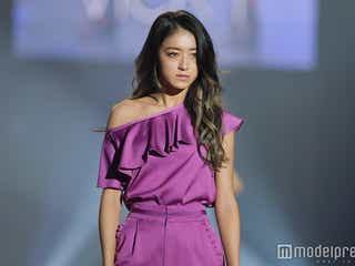 みちょぱ、肩出しパンツドレスで大人の色気<福岡アジアコレクション2018 S/S>