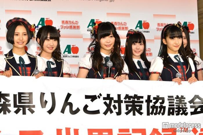 左から:兒玉遥、中西智代梨、指原莉乃、谷真理佳、田島芽瑠