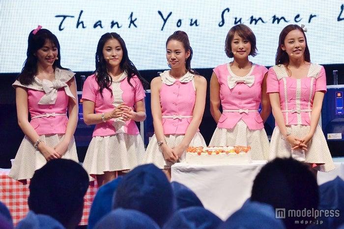 新曲「サンキュー サマーラブ」発売記念イベントを行ったKARA(左より:ジヨン、ギュリ、スンヨン、ニコル、ハラ)
